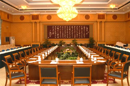 稻香楼宾馆北苑有会议室2个。其中有容纳130人的会见厅1个,容纳50-60人的中型会议室1个。