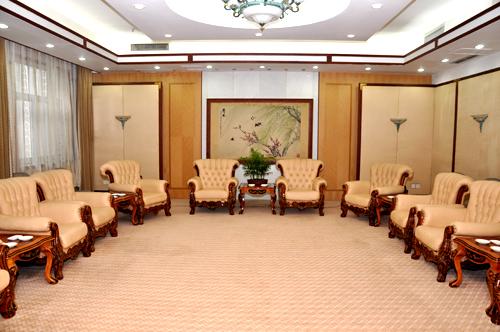 稻香楼宾馆西苑有会议室2个。其中有容纳20人的会见厅1个,容纳50-60人的中型会议室1个。