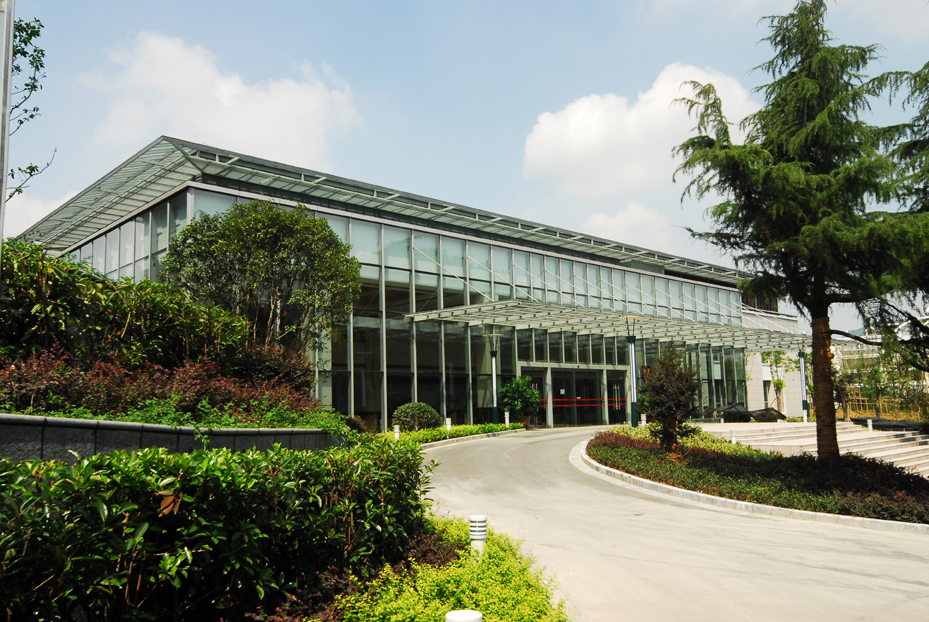 稻香楼宾馆桂苑有会议室5个。其中有容纳130人的会见厅1个,容纳30-50人的小型会议室2个,容纳30人的贵宾室2个。